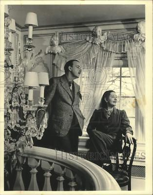1987 Press Photo Alfred Lunt, Lynn Fontanne on balcony of Ten Chimneys home.