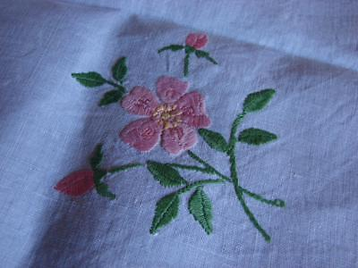 Pretty Vintage 1950s White Linen Tablecloth~Hand Embroidery Roses~32 x 28in