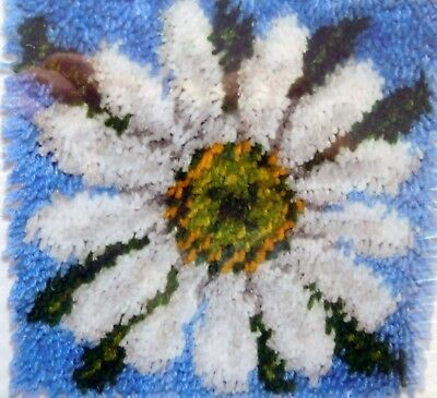 """Latch Hook Floral Rug/pillow Kit By Caron  """"a Daisy"""""""