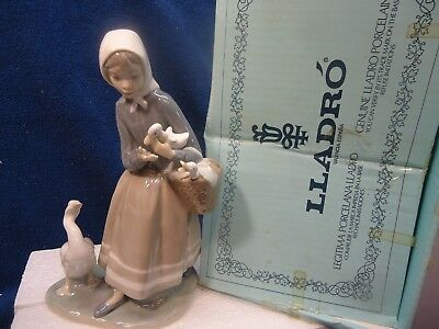 """Lladro - Girl with Ducks #4568. mint in box, 9"""""""