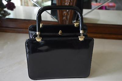 GORGEOUS! Vtg 60s Black Faux Patent Leather Box Purse w Gold Sea Shell Accents!