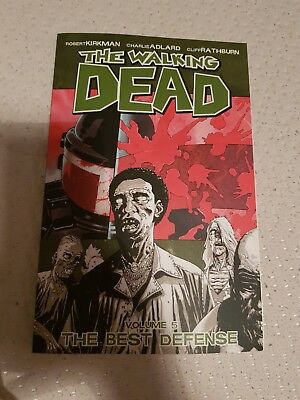 The Walking Dead . Volume 5  . The Best Defense  . Graphic Novel Comics
