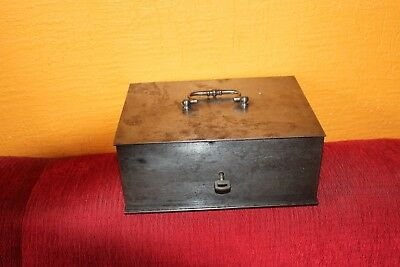 Ancien petit coffre  en fer   Small antique Safe   25 cm X 18cm X 10 cm