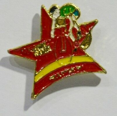 Pins Cyclisme Cycle Maillot Vert Etoile Rouge / Jaune ?