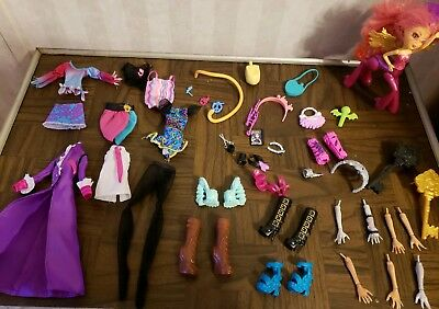 Huge Monster High/Ever After High Lot Of Clothing Accessories Arms Hands SHOES