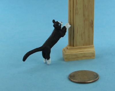CUTE 1:12 Scale Dollhouse Miniature Jumping/Pouncing Black & White Cat #S6854