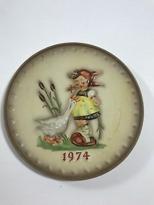 """1974 4th Annual """"Goose Girl"""" Plate Goebel M.I. Hummel TMK 7.5"""" Collectible Piece"""