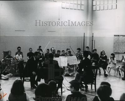 1967 Press Photo Four Members of the Philadelphia String Quartet perform at Scho