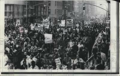 1967 Press Photo Vietnam War - Peace Demonstration in New York City - mjm07143
