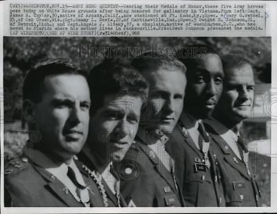 1968 Press Photo SP4 Gary Wetzel and four others receive Medals of Honor
