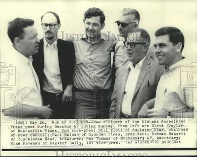 1969 Press Photo New officers of Alabama Associated Press pose in Decatur, AL