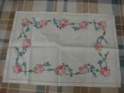 Vintage Linen Table Mat,Tray Cloths~Lovely Hand Embroidery~19in x 13.5in~Unused