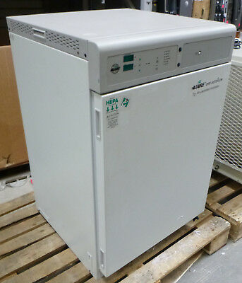 NuAire DHD Autoflow C02 Air-Jacketed Incubator