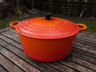 """LOVELY FRENCH """"LE CREUSET"""" CAST IRON ORANGE CASSEROLE DISH/POT WITH LID.No 24."""