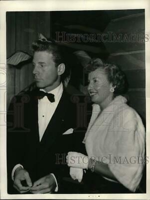 1952 Press Photo Actress Barbara Stanwyck & Jean Pierre Aumont, Hollywood