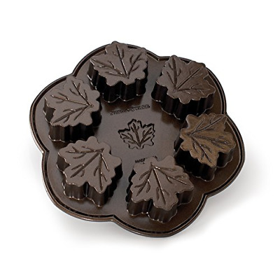 Nordic Ware Maple Leaf Pan [Kitchen] (japan import)