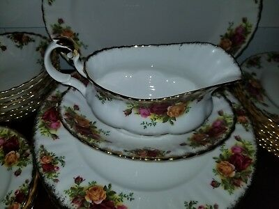 """1 Royal Albert 1962 """"old Country Roses"""" Gravy Boat & Under Plate England"""