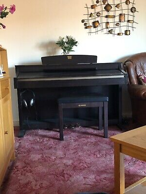 Yamaha Clavinova CLP-230 Digital Piano 88 weighted keys 3 pedals,