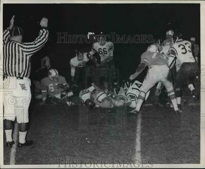 1971 Press Photo Benedictine's Dave Favorite (arrow) squirms one yard to score