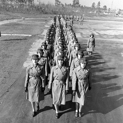 WW2 Photo WWII Female US Marines Marching in Formation MCWR 1944 USMC / 1463