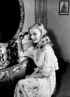 WW2 WWII Photo Veronica Lake Actress Sex Symbol Movie Star World War Two / 8110