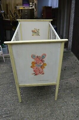 VINTAGE 50s BABY COT IDEAL FOR DISPLAY/THEATRE PRODUCTION ETC
