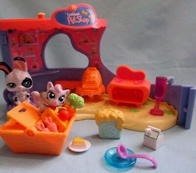 Littlest Pet Shop Lps Bakery Playset with 1 Bunny Figure and Random Accessories
