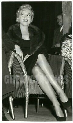 Marilyn Monroe In London 1956 Beautiful Legs Original Vintage Photograph