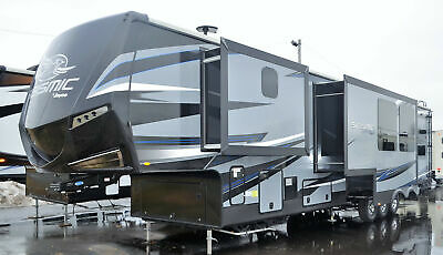4113 Jayco Seismic RV Fifth Wheel Toy hauler Camper Mid Kitchen Side Patio