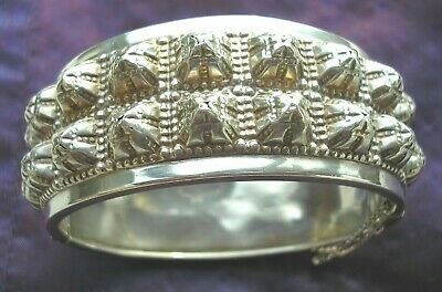 Gorgeous antique Victorian Sterling Silver bangle with raised design Ldon 1882