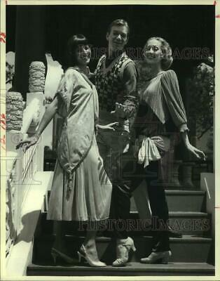 """1988 Press Photo Cast of Theater Under the Stars' """"Divorce Me, Darling!"""" Houston"""