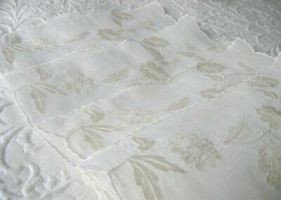 AnTiQuE LINEN ROMANCE * Organdy & SHIMMERY EMBROIDERY * 4 Napkins & PLACEMAT SET