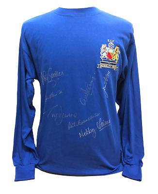 MANCHESTER UNITED 1968 EUROPEAN CUP FINAL FOOTBALL SHIRT SIGNED x7 INC CHARLTON