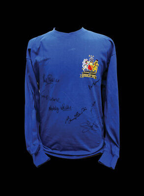 MANCHESTER UNITED 1968 EUROPEAN CUP FINAL FOOTBALL SHIRT SIGNED x 8 CHARLTON COA