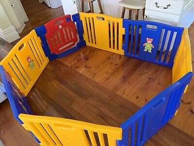 MamaKiddies Playpen 8 Sided plastic with safety gate
