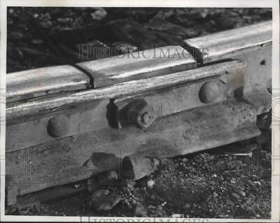 1974 Press Photo Broken rail in Racine County discovered by Federal inspectors.