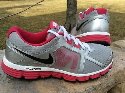 3fb2f78238e YOUTH GIRLS SIZE 6.5 Nike Dual Fusion ST 2 athletic shoes -  13.95 ...