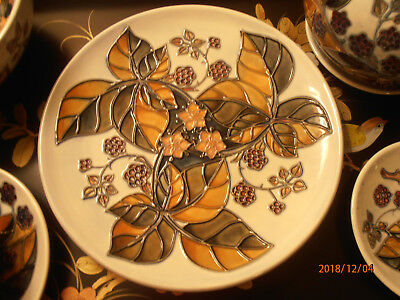 1st Quality Moorcroft Bramble Blackberries Large Plate PERFECT 8.75 inches