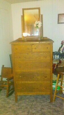 Antique oak dresser In excellent condition (Circa 1890 - 1910).  Beautiful!