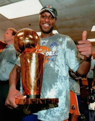 Lamar Odom Unsigned 8X10 High Quality Lakers Photo Photograph Locker Room Trophy