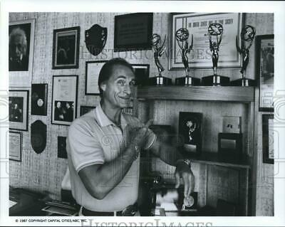 1987 Press Photo Actor Sid Caesar In Front of His Television Trophies