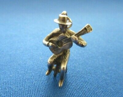 VINTAGE STERLING SILVER CHARM MAN SITTING PLAYING A GUITAR MUSIC 4.5 g