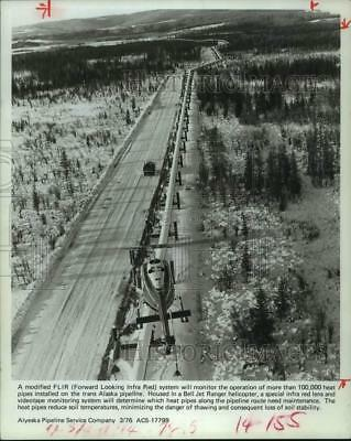 1976 Press Photo Helicopter monitors heating system of trans-Alaska pipeline