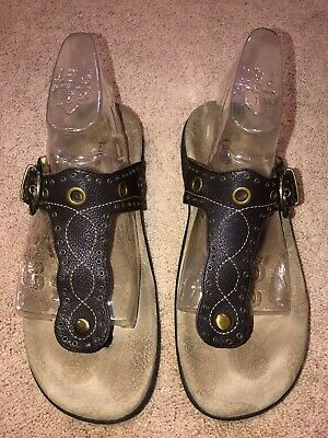 ba4b8c073438 Taos Serena Women s Brown Leather Thong Sandals Size 9 Buckle Flip Flop  Studded