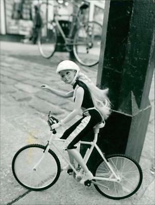 Toys: Sindy Cycles Doll - Vintage photo