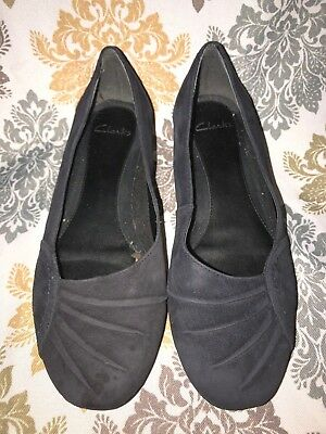 d70e54958bd Women s Clarks Black Suede Slip on Flat Loafer Pleated Toe Shoes Size 8.5 M