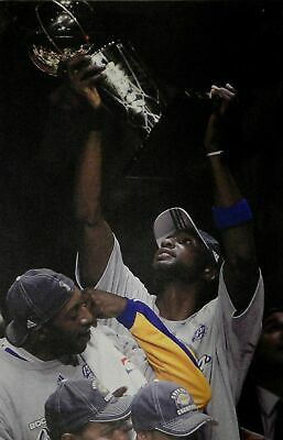 Lamar Odom UnSigned 13x20 Canvas Los Angeles Lakers 2 Hands on Trophy