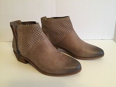 43cdcd11457 HINGE ANKLE BOOTS Lt.Brown LEATHER ZIPPER ANKLE -perforated soft leather 6-1