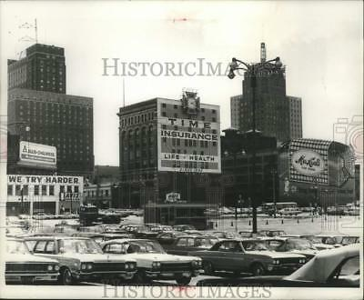 1966 Press Photo 'Billboard Alley' Along West Wells St. In Civic Center Corner