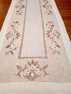 Premium LinenLook Rectangle Daisy  Embroidered Cut Out Table Runner 40cm× 90cm